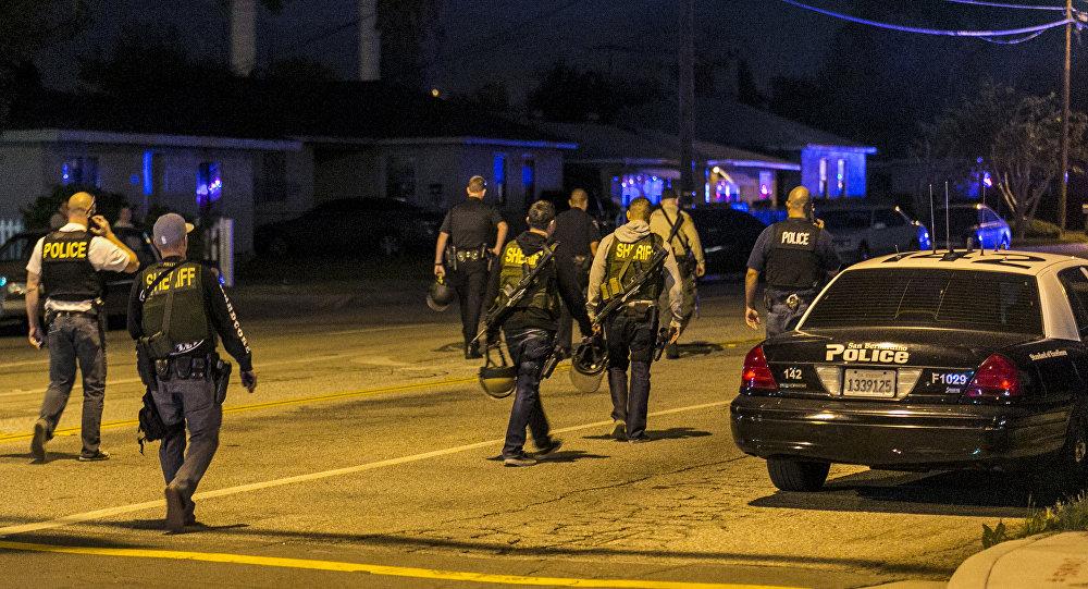 不明身份者在加州小学内开枪,3人死亡