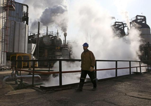 中国企业拟投资300亿元在俄滨海边疆区建石油加工厂