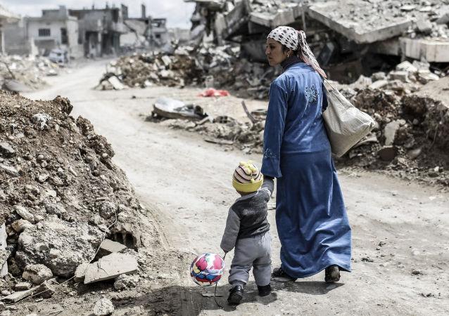 伊拉克政府军在摩苏尔南部发现被伊斯兰国杀害的大型居民坟墓