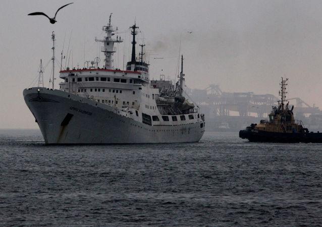 """""""弗拉基米尔斯基海军上将""""号海洋地理研究船"""