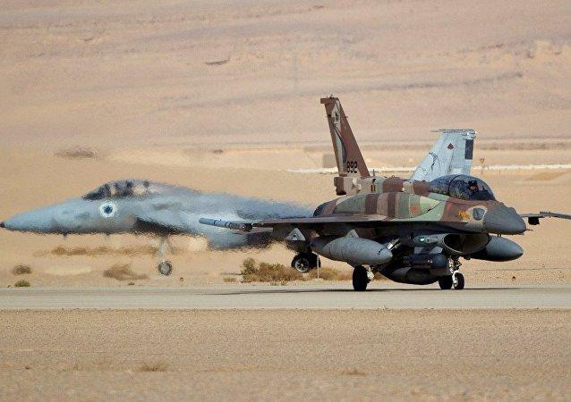 """媒体:美F-15战机在土耳其害怕""""强大的俄S-400"""""""