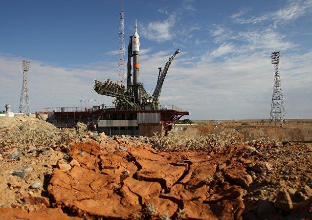 """搭载俄""""联盟TMA-19M""""飞船的火箭已被放置在拜科努尔发射场"""