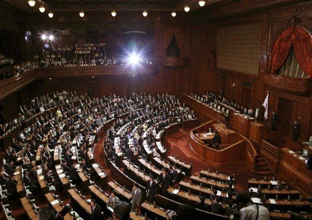 日本反对派安倍内阁不信任案被否决