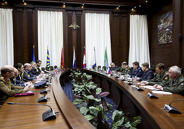 俄国防部:俄英副总参谋长商讨建立有效联系
