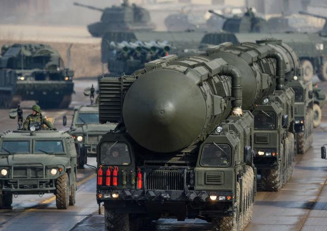 """""""白杨-M""""导弹系统"""