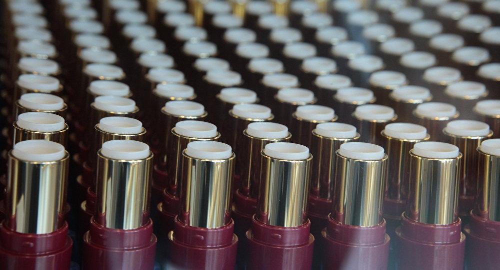 媒体:中国警方查获一批伪劣化妆品 价值8.27亿元