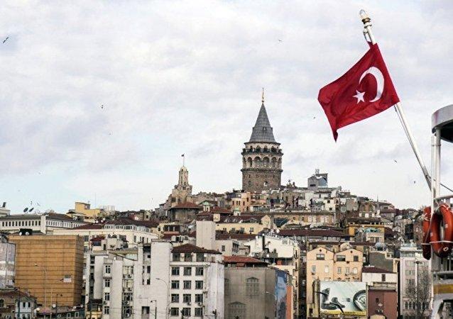 土耳其一乌克兰牌照货车爆炸起火