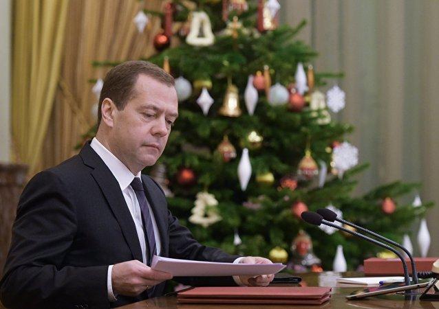 俄总理将与亲朋好友一起迎接新年
