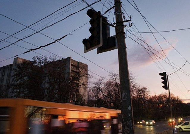 乌克兰能源公司宣布向克里米亚供电线路的电塔遭到破坏