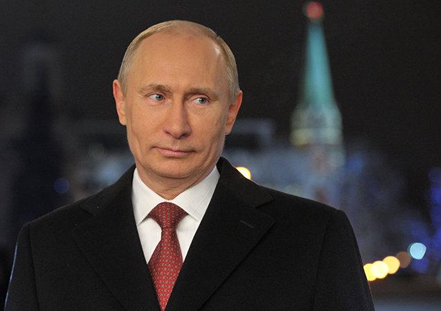 普京祝愿所有俄罗斯人新年快乐并指出军人的重要作用