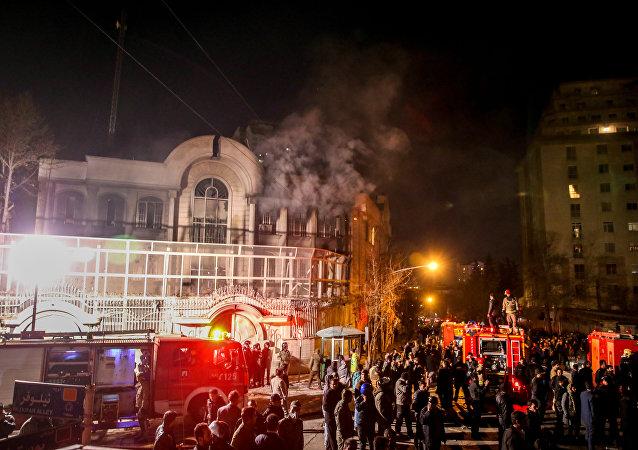 沙特驻伊朗大使馆遭示威者打砸