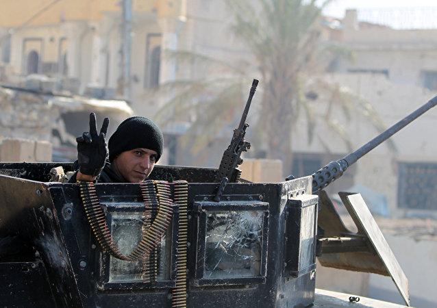媒体:伊拉克军事基地遭到恐怖分子袭击 至少15人死亡