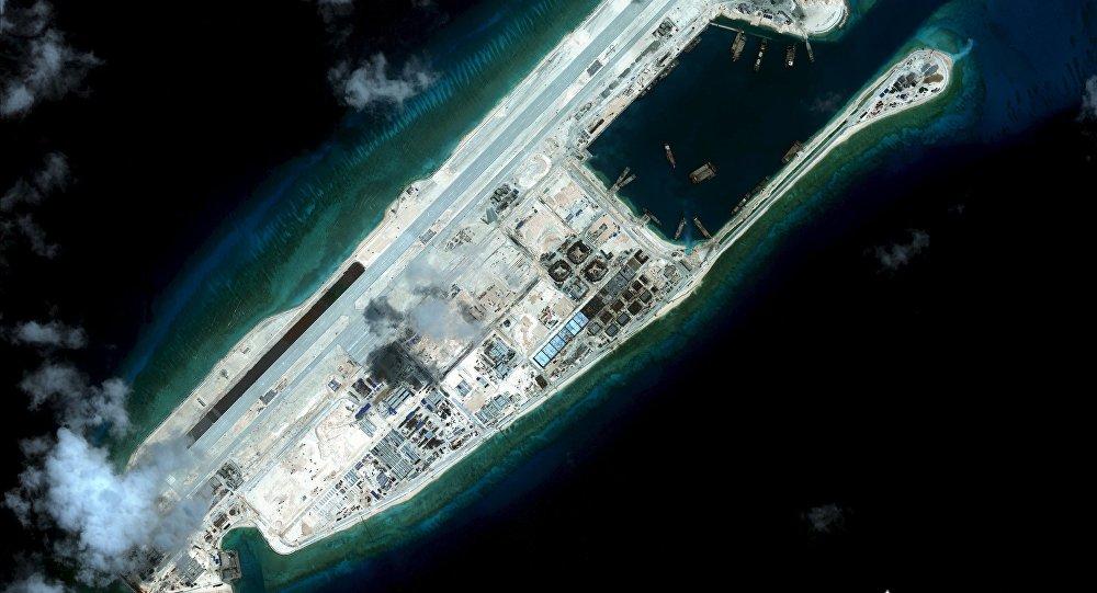 中国飞机南海永暑礁机场试飞成功