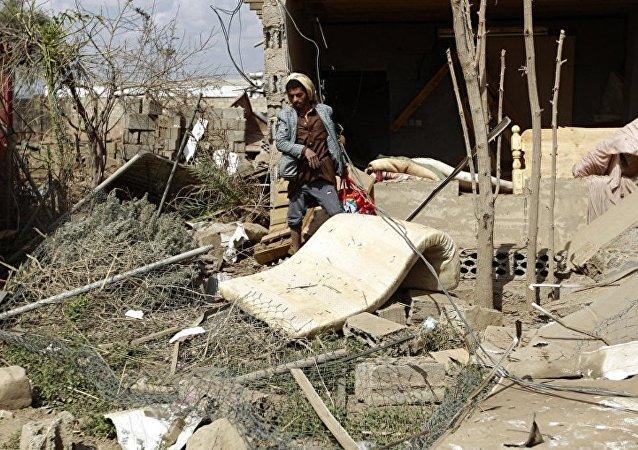 也门首都郊区遭到空袭导致至少7人死亡