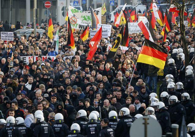 """德国科隆约1万人抗议""""德国另类选择""""党"""
