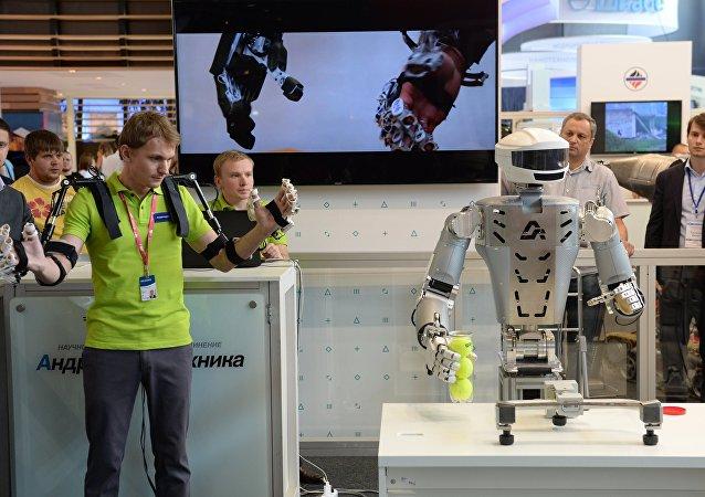 俄亿万富翁︰ 引进机器人会减少每周的工作时间