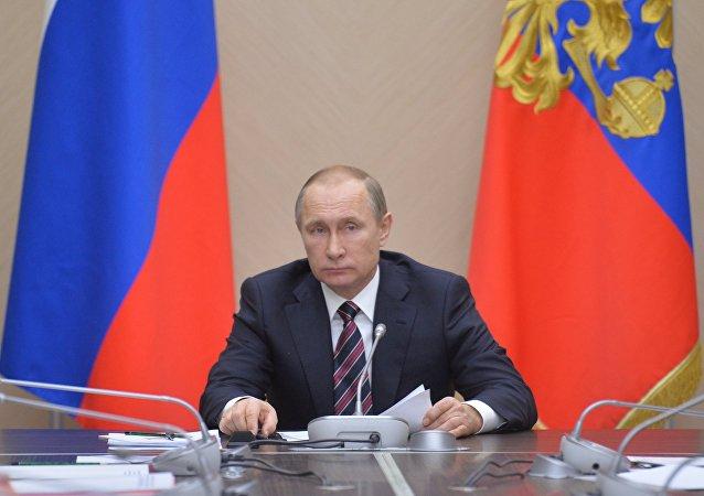 普京:俄罗斯应为所有情况作好准备 但是无须作出忽然的变化