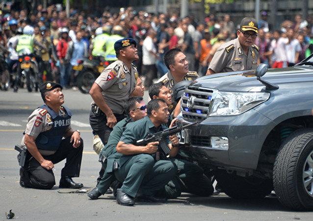 雅加达爆炸事件致3人死亡 市内可听到枪声