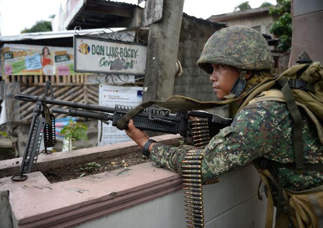 """菲律宾""""阿布沙耶夫""""武装分子释放了3名印尼人质"""