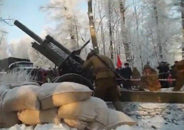 """俄罗斯军事历史爱好者在红村""""重现""""列宁格勒保卫战"""