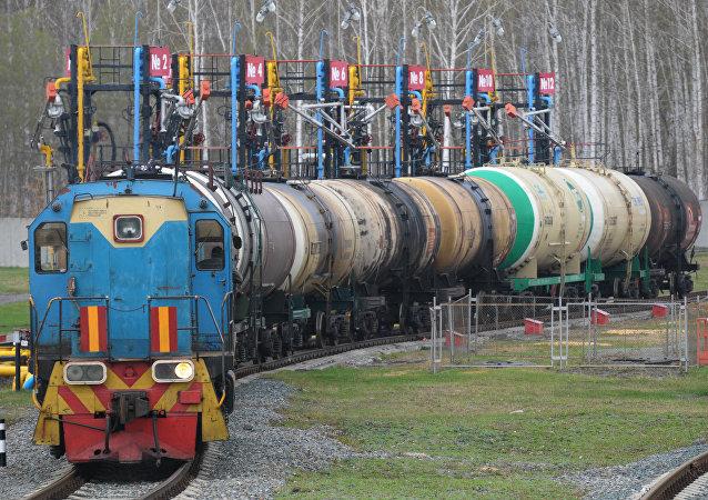 俄石油公司开始通过铁路途经蒙古国向中国出口石油