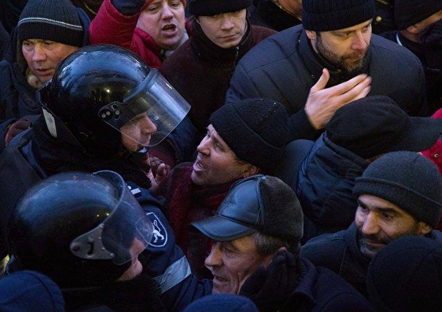 摩尔多瓦警方与反对派分子