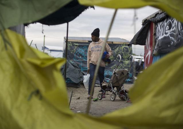 在法国加来一个难民营
