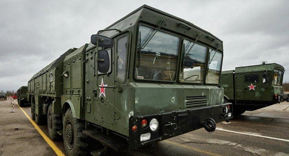 俄南部军区火箭发射人员发射伊斯坎德尔——M导弹