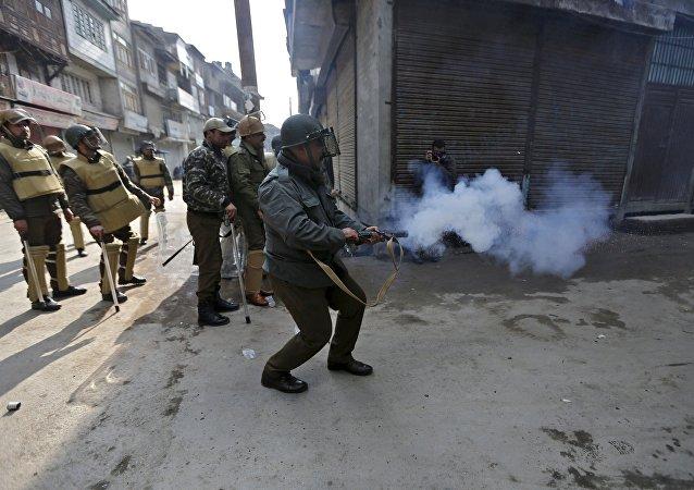 恐怖分子在印度袭击警局总部
