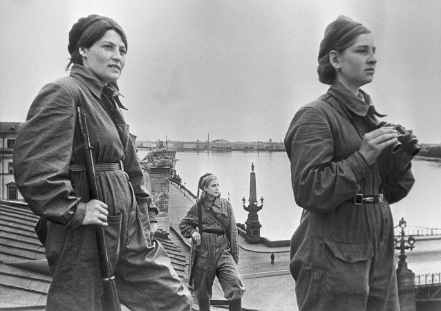 在列宁格勒执勤的女战士