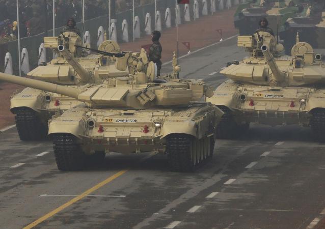 俄愿意延长印度生产T-90坦克许可期限