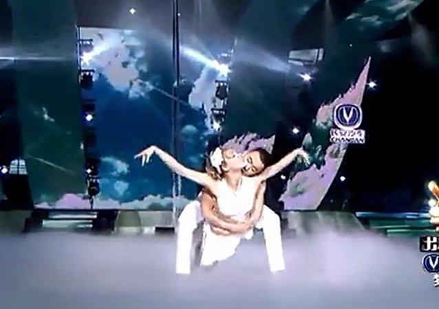 俄罗斯美女与中国小伙的双人舞《神话》,美如神话!