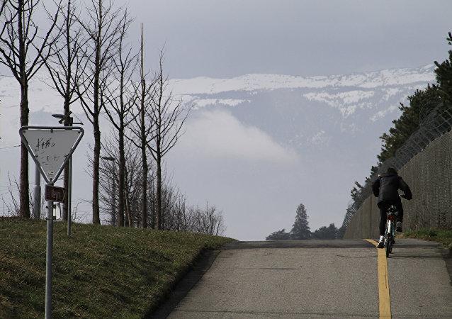 一名蘇格蘭人創下耗時79天騎自行車環遊世界的紀錄