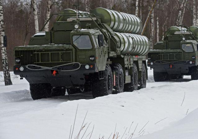 俄S-400防空系统在西西伯利亚进入战斗值勤