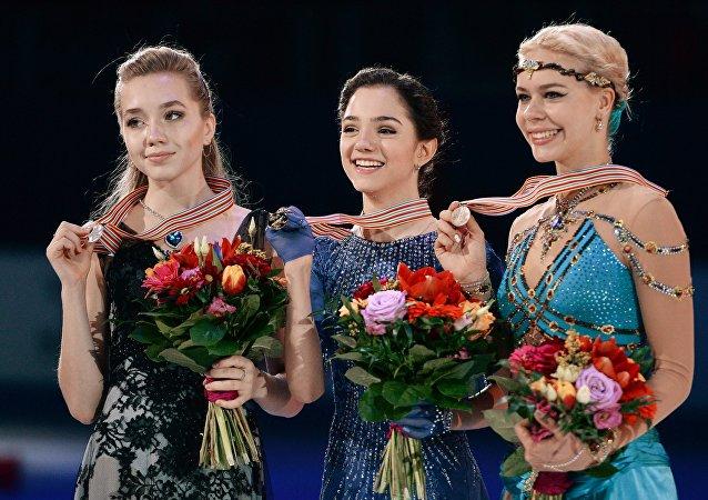 俄罗斯女运动员梅德韦杰娃赢得欧锦赛花样滑冰金牌