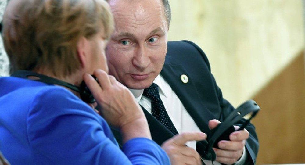 克宫:普京和默克尔讨论乌克兰宪法改革和顿巴斯选举