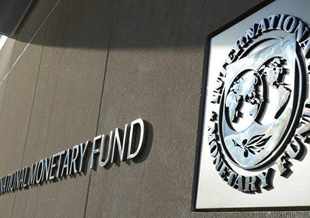 乌克兰财长望在2016年获IMF三笔援助