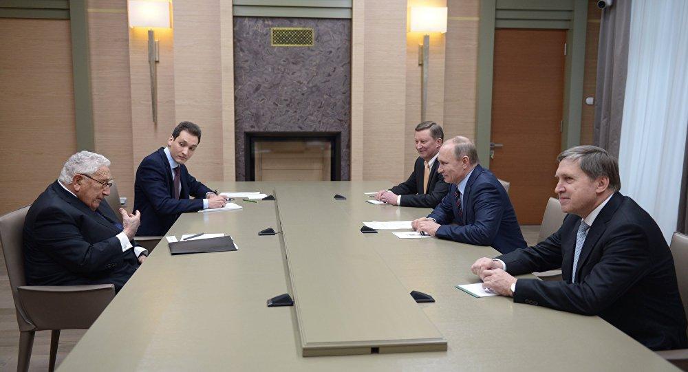 普京接见美国前国务卿基辛格