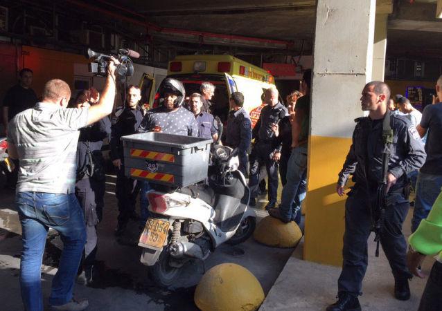 Израильская полиция и скорая помощь у бюро RT в Тель-Авиве