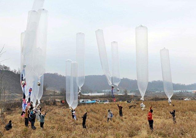 韩国向朝鲜投送8万传单 批评朝鲜政策