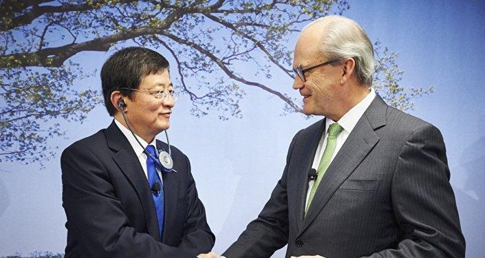 Michel Demare & Ren Jianxin
