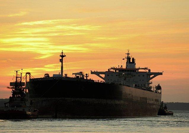 一艘悬挂巴拿马国旗的油轮因日本突发飑风而搁浅 未发生燃油泄漏