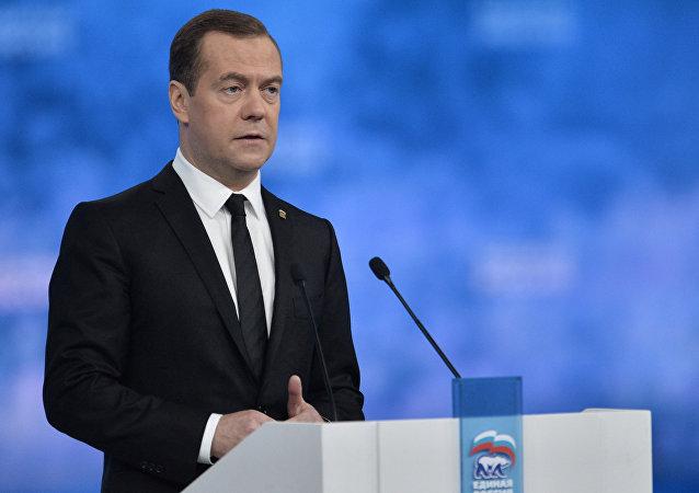 """俄总理:""""统俄""""党在目前的考验期赢得选举极其重要"""