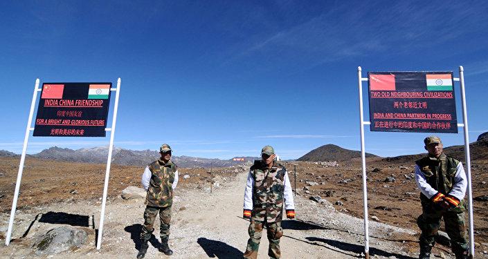印度与中国边防军人在边境首次进行进行联合演习