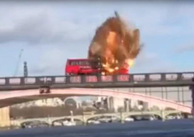 成龙的影片爆炸场面对伦敦市民造成了惊吓