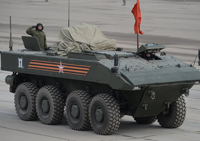 """俄罗斯新型""""回旋镖""""装甲运兵车开始测试"""