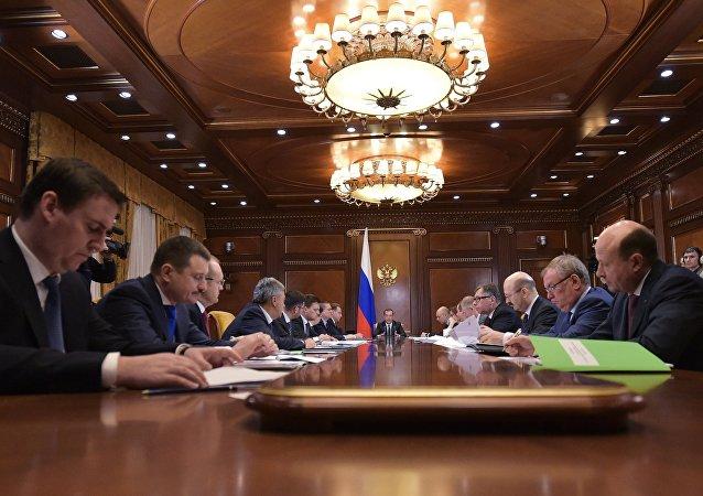 梅德韦杰夫在关于俄罗斯银行体系情况的会议上讲话