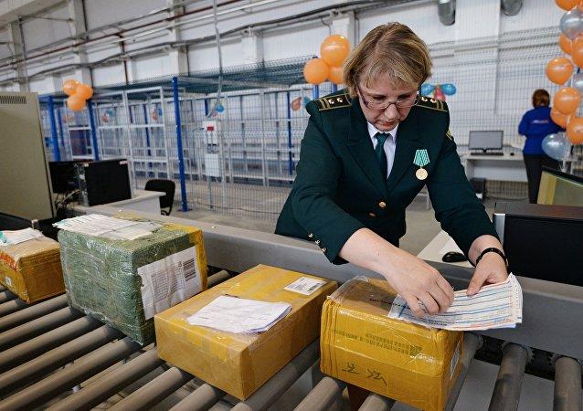 俄罗斯今年上半年境内包裹件数较去年同期增加三分之一