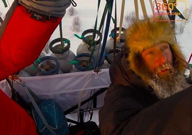 费奥多尔•科纽霍夫刷新热气球飞行记录