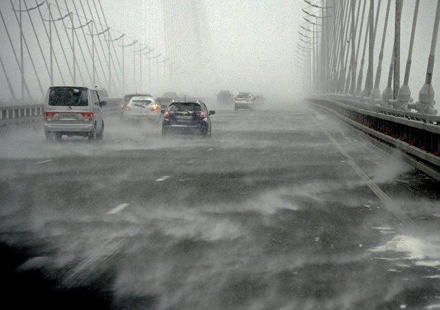 俄哈巴罗夫斯克边疆区客运交通因气旋袭击而停运